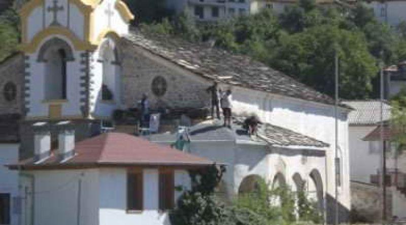 "Мария и Христо Чонгарови от Устово инициираха ремонт на покрива на храм ""Св. Богородица"""