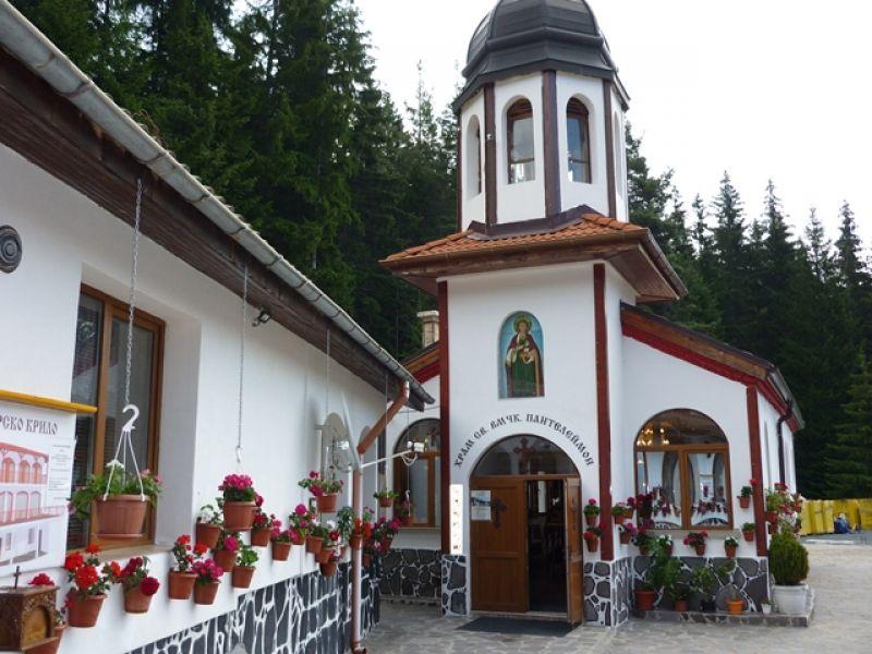 """Манастирът """"Св. Пантелеймон"""" ще почете тържествено своя  милостив покровител"""