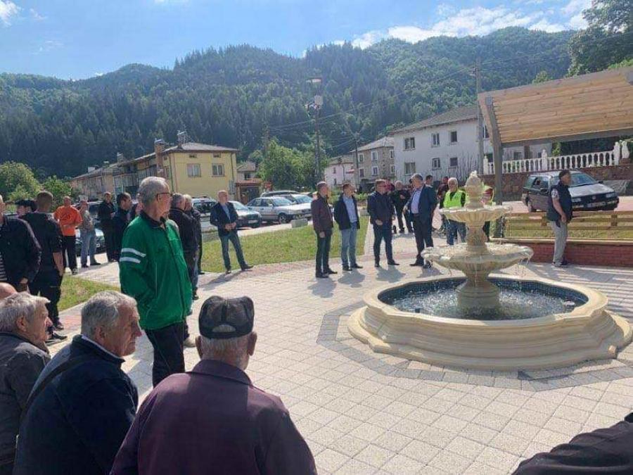 Областният управител Стефан Сабрутев се срещна с жители на село Елховец