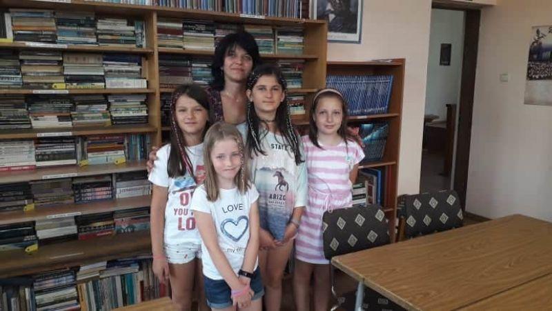 """Любомира Чаталбашева/библиотекар/: """"Децата обичат да четат"""""""