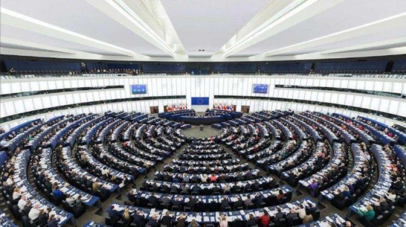 Държавите членки трябва незабавно да спрат продажбата на паспорти на ЕС, изискват евродепутатите