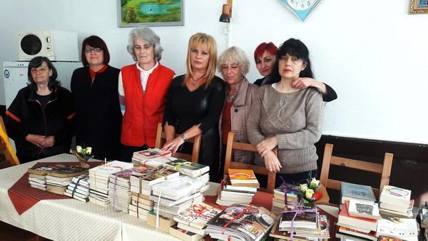 Дамите от ГЕРБ дариха книги на читалището в смолянското село Соколовци за Деня на будителите
