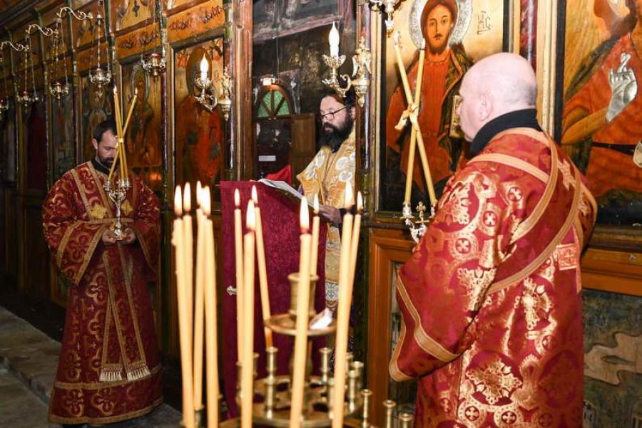 """На ВеликиЧетвъртъквечертаПоследованието на 12-те евангелиябе отслужено в храм """"Св. Неделя"""""""
