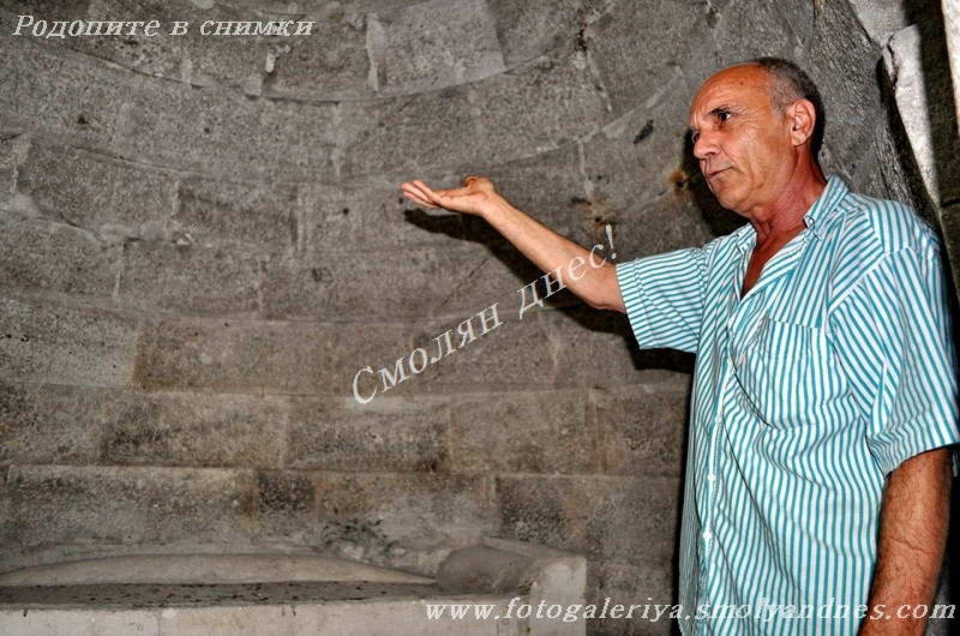 Тракийска куполна гробница - село Мезек