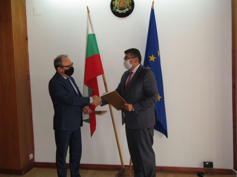 Областният управител Недялко Славов и председателят на БАН академик Юлиан Ревалски преподписаха меморандум за сътрудничество