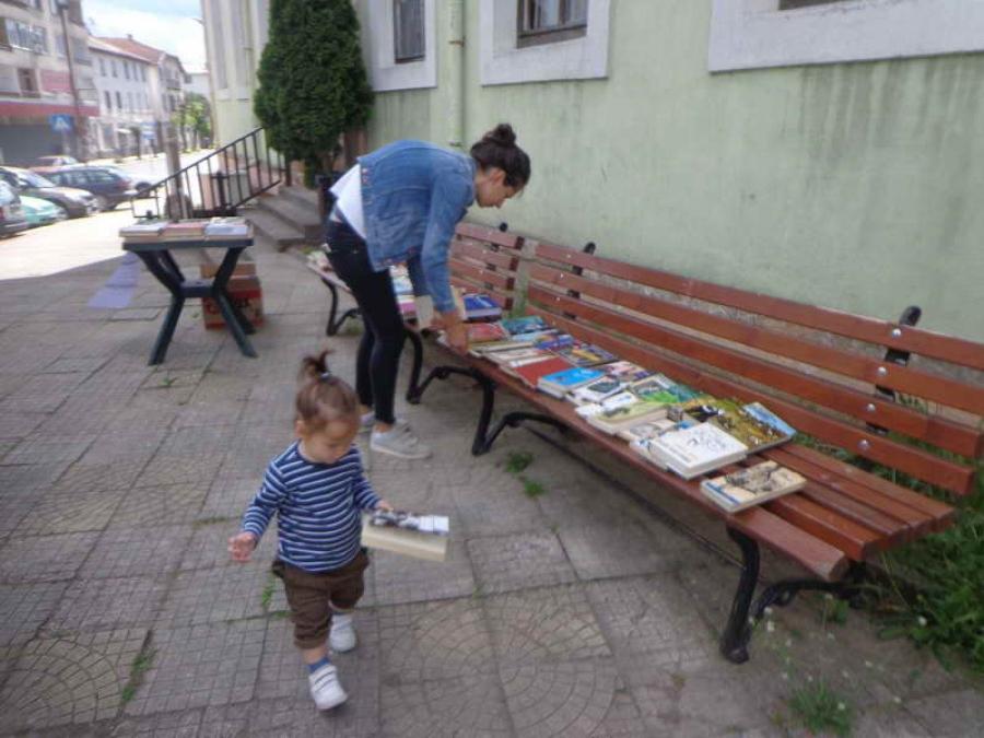 "Райковци посетиха читалищната ""книжарница"" и си поговориха за любими книги"