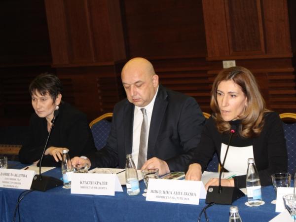 Министър Ангелкова: България не използва огромния си потенциал за развитие на планинския си туризъм