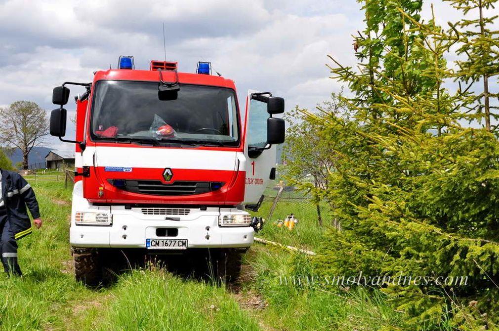 Три пожара на 3 февруари. Горяха сухи треви и комин