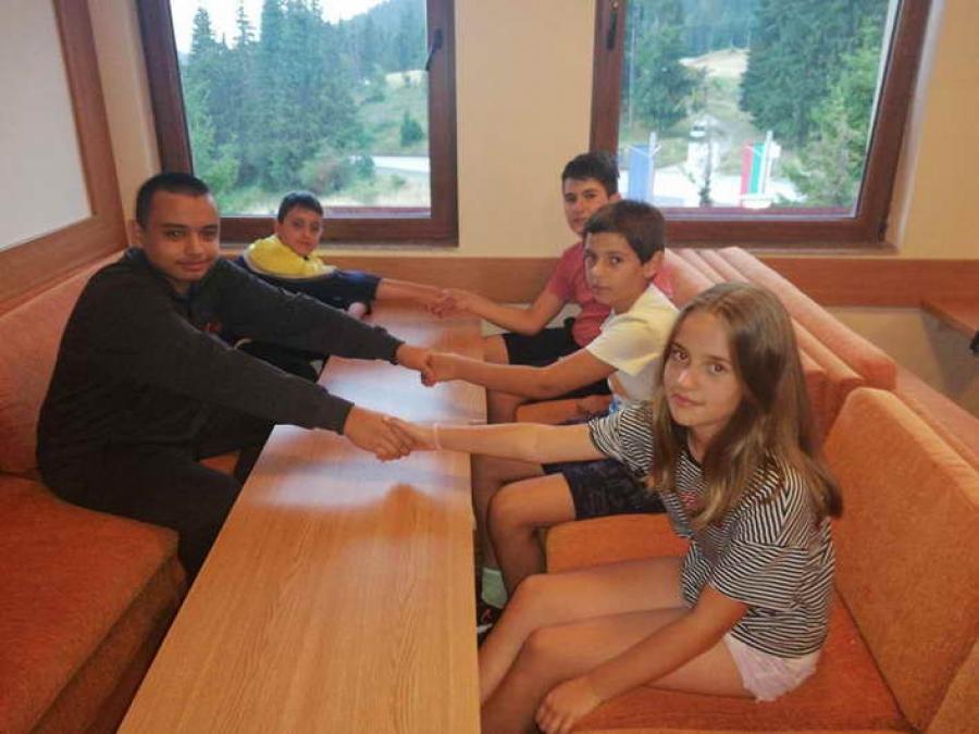 Деца от Пловдив и от Момчиловци играха хора на Рожен