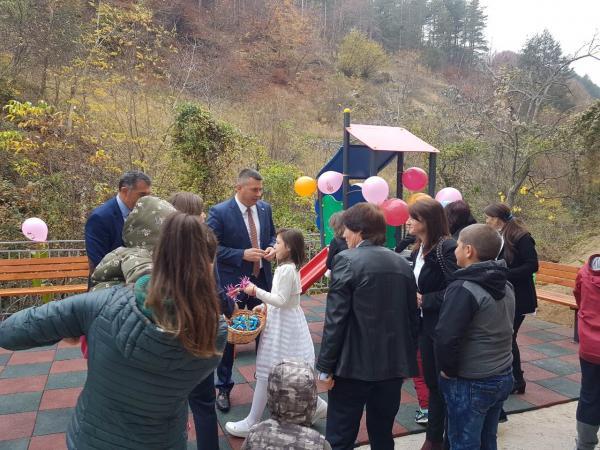 Пета детска площадка бе открита на територията на община Неделино