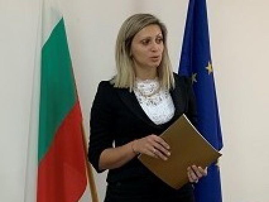 """Росица Чакърова /председател на РИК Смолян/: """"Атмосферата в РИК - Смолян е спокойна. Успяхме да се сработим като екип"""""""