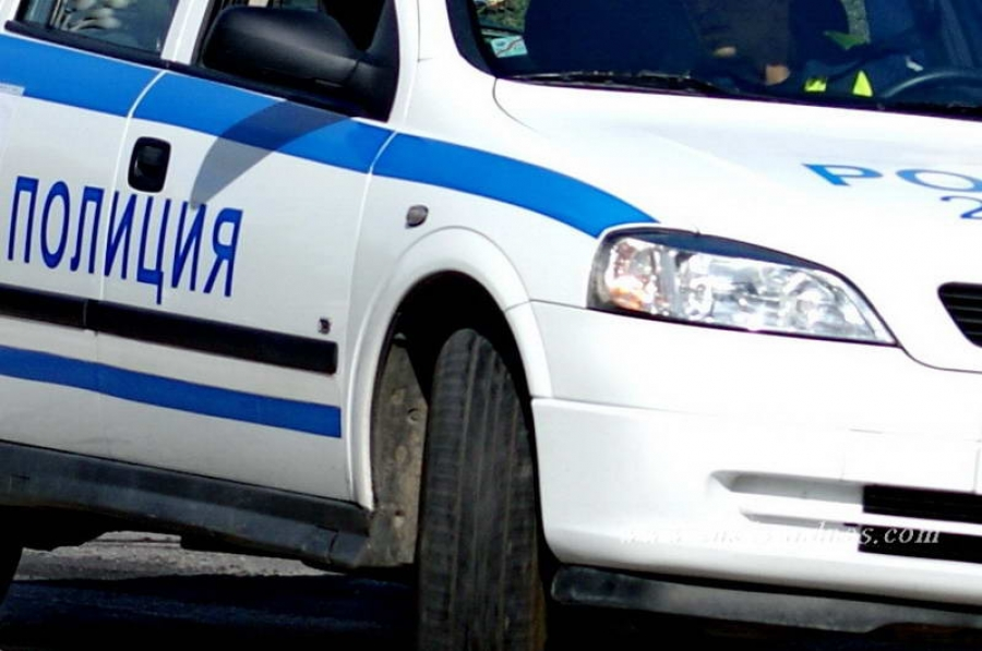 18-годишен катастрофира пред кино Дружба. Леко ранен е спътникът му в автомобила