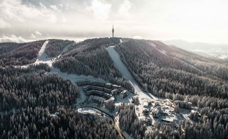 Сняг вали в Пампорово, лифткартите остават на промоционални цени до 15 януари
