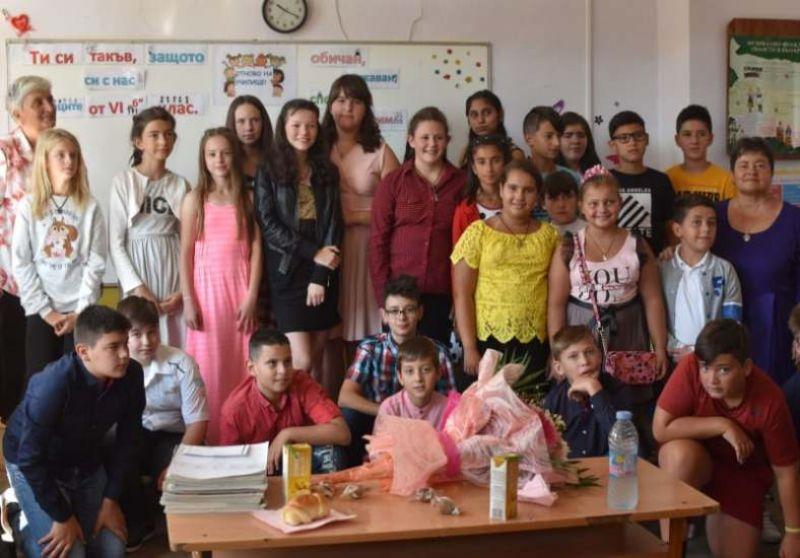 """""""Дарение, вместо цвете на първия учебен ден"""" инициират ученици и родители в ОУ """"Проф. д-р Асен Златаров"""" в Смолян"""