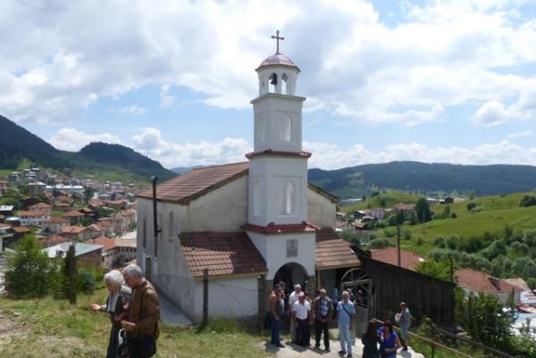 Църквата в Борино посрещна с нова камбанария своята 80-годишнина