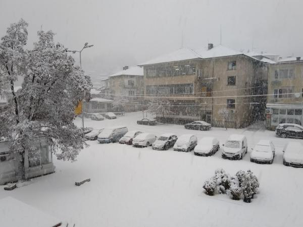 Обилен снеговалеж в Община Доспат