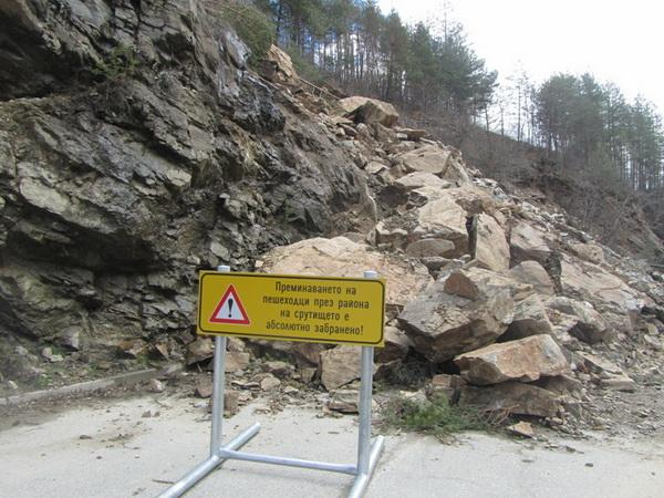 Кметът Мелемов обяви бедствено положение за затворения участък на републикански път Соколовци-Смолян-Средногорци