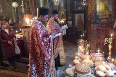 Цял ден прииждаха вярващи, за да се поклонят на Великия Чудотворец - св. Николай Мирликийски