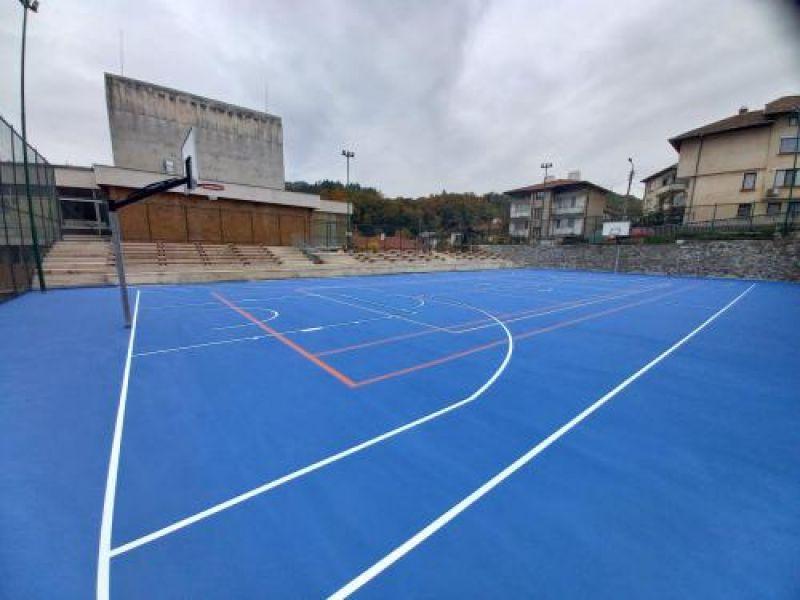 Завършиха ремонтните дейности на многофункционалната спортна площадка в Златоград