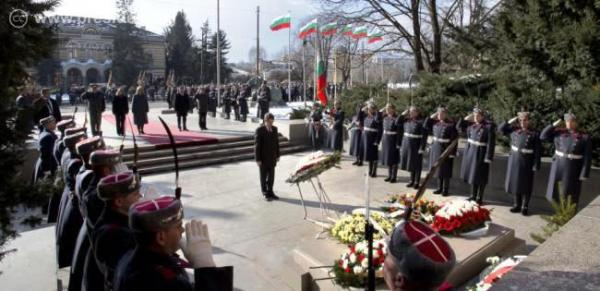 Президентът се обяви против участие на армията в ограничаването на миграционния натиск по границите на страната ни