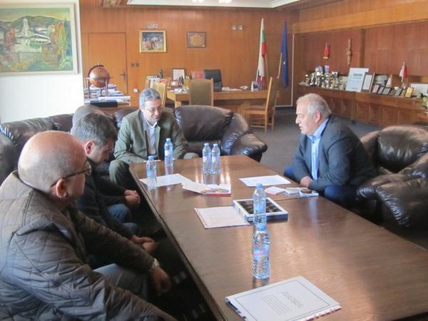 В община Смолян се извършва регулярно снабдяване на населението с дърва за огрев