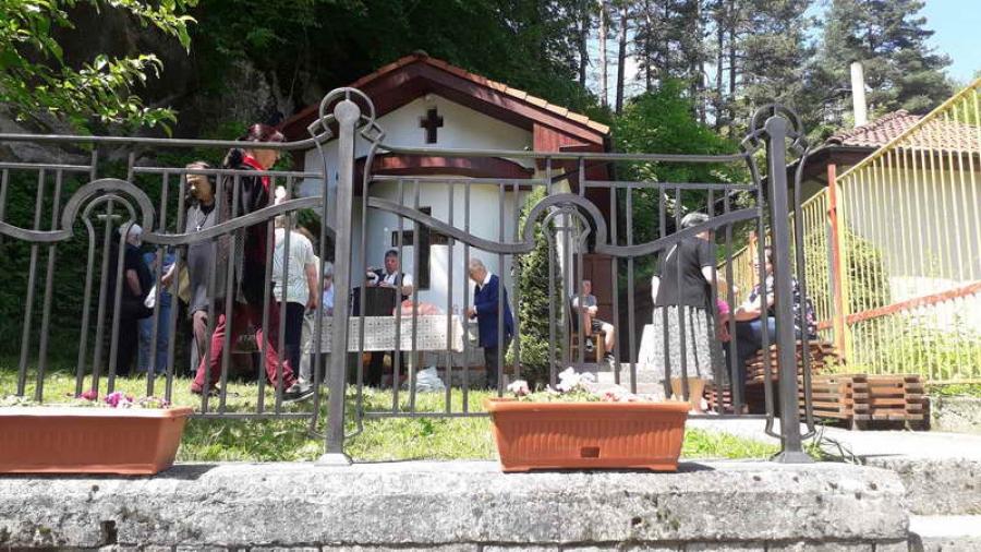 """По традиция на параклиса """"Св. Иван"""" в Долно Райково бе отслужен водосвет"""