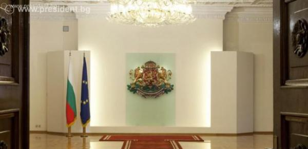 Президентът предложи избори и референдум на 25 октомври