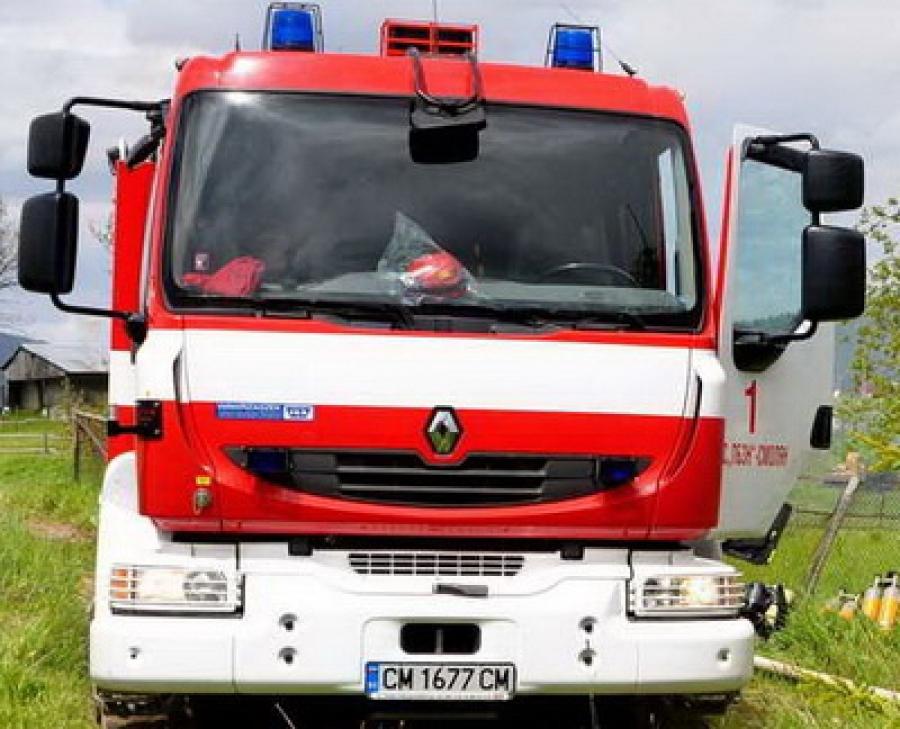 Туристическа каравана изгоря при пожар