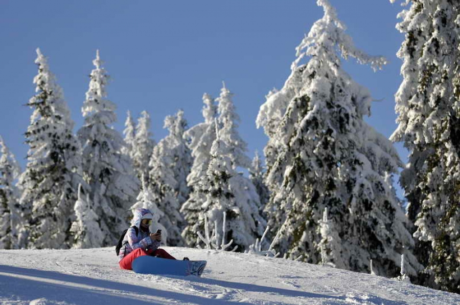 Около 25 см нов сняг натрупа на Пампорово