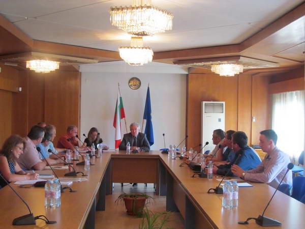На консултациите при Областният управител представителите на партии не постигнаха консенсус относно председателското място на РИК-Смолян