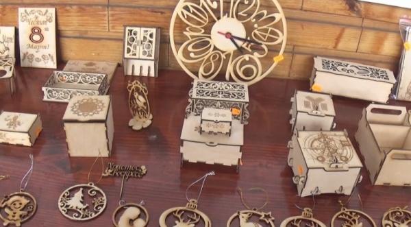 """Родопски занаятчии показват творенията си в НЧ """"Орфееви гори-1870"""" в кв. Райково"""