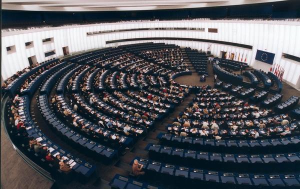 Фейсбук - Кеймбридж Аналитика: Евродепутатитеизискват действия за защитата на личните данни на гражданите