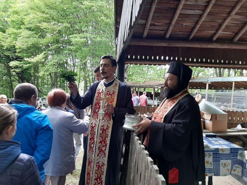 Възнесение Христово бе почетено днес и в параклис над Устово