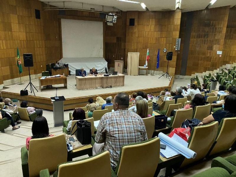Заместник-областният управител Андриян Петров откри първото за предстоящата 2020/2021 учебна година съвещание с директорите на училища в област Смолян