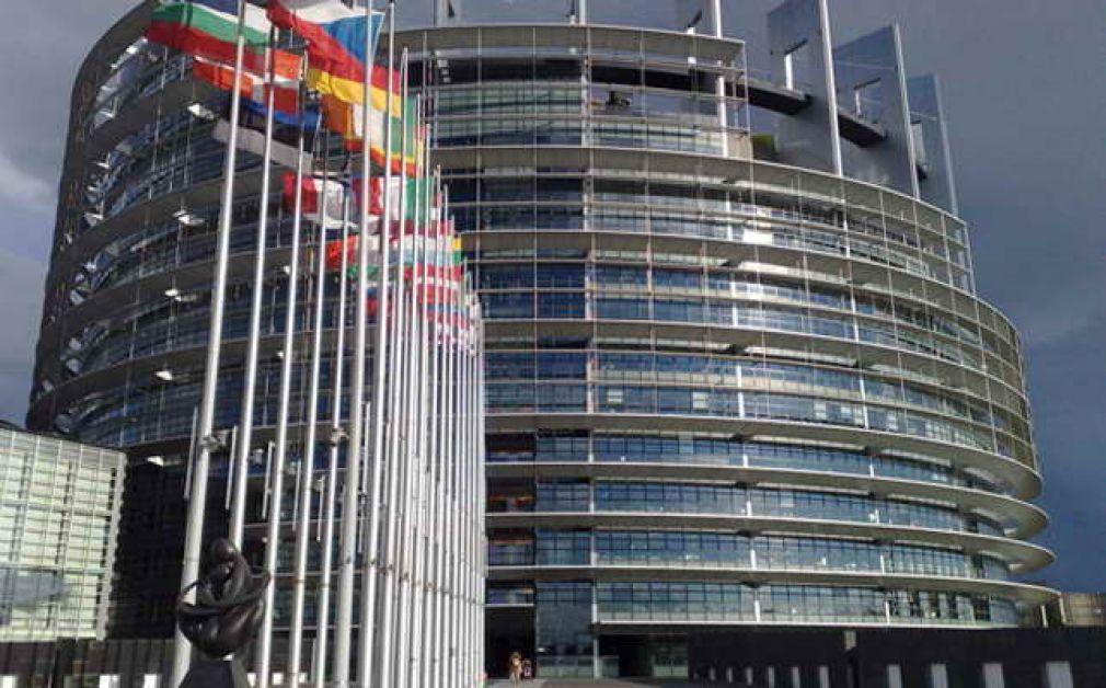 Общо зарядно устройство: Европейският парламент настоява за обвързващи правила преди лятото