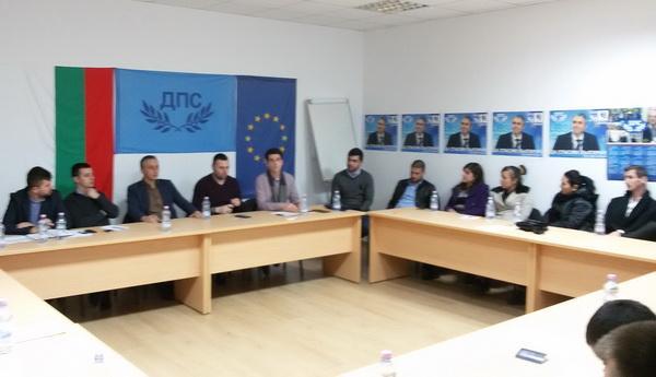 Младежите на ДПС – Смолян активно се включват в събиране на подкрепа, за межудународна петиция за защита на правата на гражданите ЕС