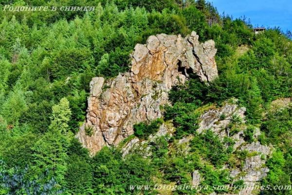 Скално образувание Конска глава - село Лещак