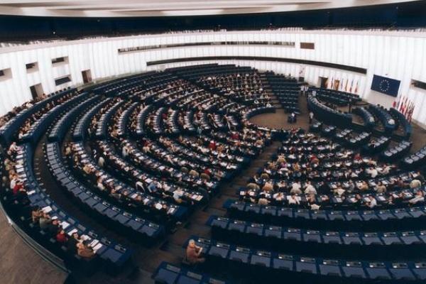 Европейският парламент е с най-високо доверие сред европейските институции