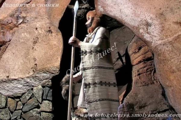 Пещера Шаренка - град Мадан