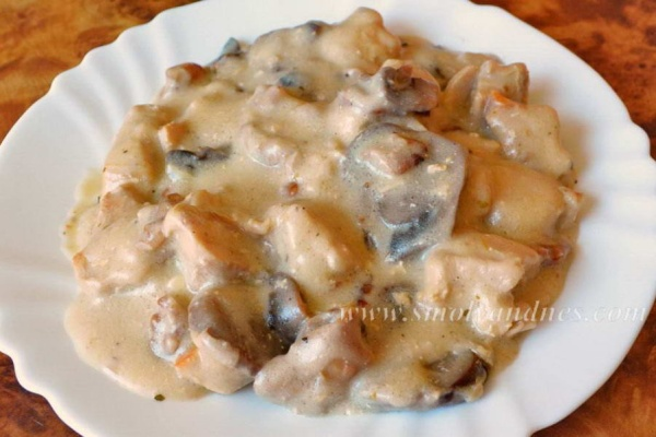 Пилешко с гъби и топено сирене