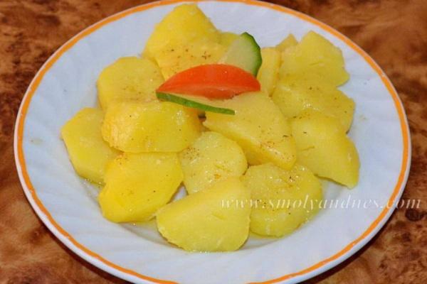 Варени картофи с масло