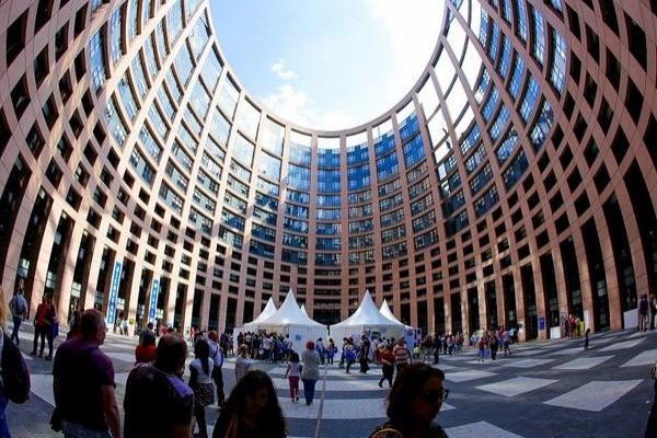 """Пътуване до Страсбург по програма """"Евроскола""""  за 7 училища от Кърджалийско и Смолянско"""
