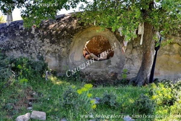 Дупчения камък - село Бенковски