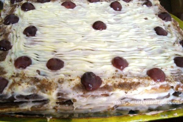 Бисквитена торта с яйчен крем