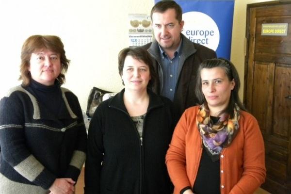 """Шефът на Представителството на ЕК у в нас направи проверка на """"Европа Директно"""" в Смолян и остана доволен"""