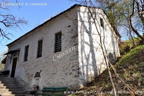 Чудотворно аязмо - село Момчиловци