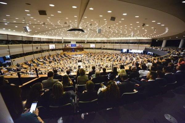 Европейският парламент приема кандидатури за свои училища посланици