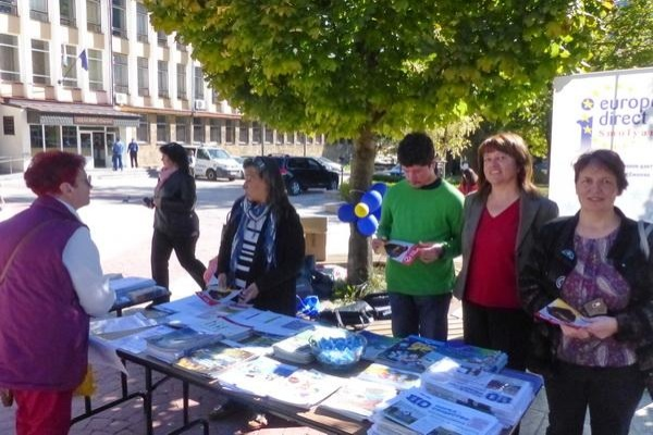 """На Информационната кампания, организирана от """"Европа Директно"""", ученици представиха свои иновативни проекти"""