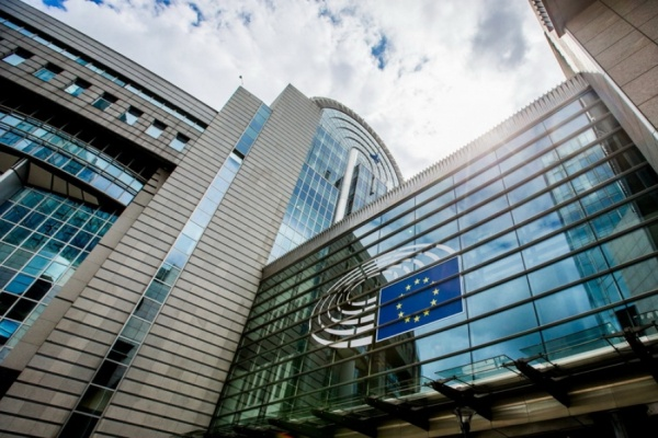 Ваксини и лечения за COVID-19 - действията на ЕС