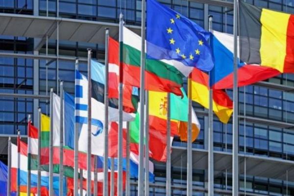 Европейският парламент осъжда всички форми на расизъм, омраза и насилие и призовава за действия